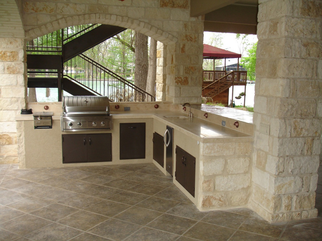 Want to Enjoy the Summer from a Gorgeous Stone Patio?